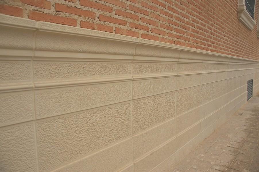 Zocalos de piedra para fachadas gallery of pared de bao for Zocalo fachada exterior